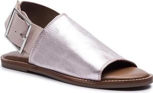 Sandały Inuovo z płaską podeszwą w stylu casual ze skóry