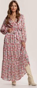 Różowa sukienka Renee maxi w stylu boho z długim rękawem