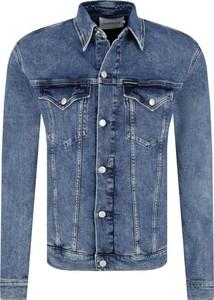 Niebieska kurtka Calvin Klein w młodzieżowym stylu