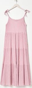 Różowa sukienka Sinsay z okrągłym dekoltem