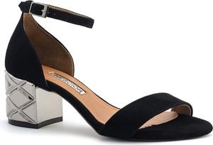 Czarne sandały Neścior w stylu klasycznym z klamrami na obcasie