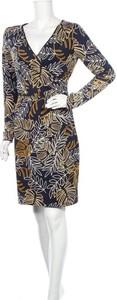 Sukienka Smashed Lemon z długim rękawem z dekoltem w kształcie litery v