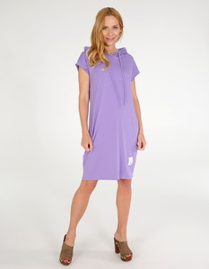 Fioletowa sukienka Unisono midi z dekoltem w kształcie litery v z krótkim rękawem