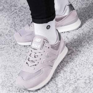 Buty sportowe New Balance w młodzieżowym stylu sznurowane z płaską podeszwą