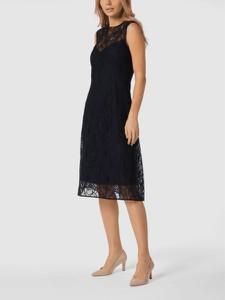 Czarna sukienka Hugo Boss midi bez rękawów z okrągłym dekoltem