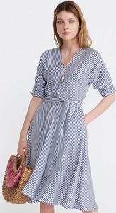 46651d5d21 Niebieska sukienka Reserved z długim rękawem midi
