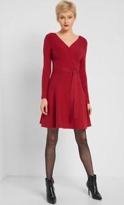 Czerwona sukienka ORSAY mini z dekoltem w kształcie litery v