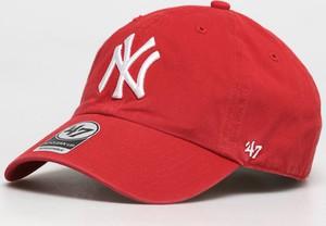 Czerwona czapka 47 Brand