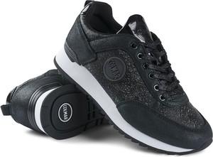 Sneakersy Colmar na platformie sznurowane w sportowym stylu