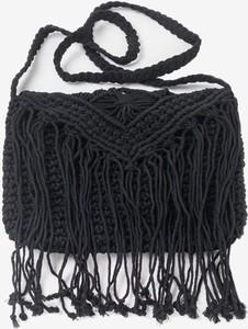 Czarna torebka Royalfashion.pl w stylu glamour średnia z frędzlami