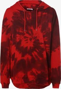 Czerwona bluza NA-KD krótka w młodzieżowym stylu