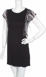 Czarna sukienka Volcom prosta z krótkim rękawem w stylu casual