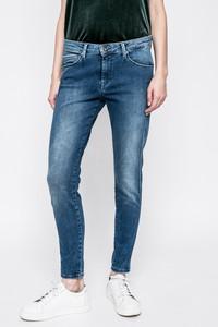 Niebieskie jeansy Pepe Jeans w street stylu