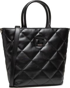 Czarna torebka Guess pikowana