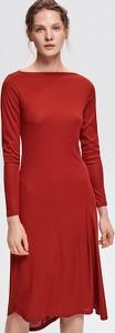 Czerwona sukienka Reserved z długim rękawem midi