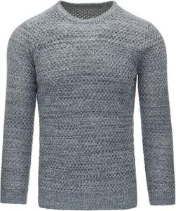 Szary sweter dstreet bez wzorów z tkaniny