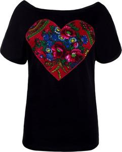 Czarny t-shirt JK Collection z dekoltem w łódkę z nadrukiem