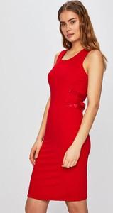 Czerwona sukienka Silvian Heach w stylu casual ołówkowa mini