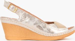 Złote sandały Kulig na średnim obcasie na koturnie