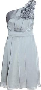 Sukienka Fokus z asymetrycznym dekoltem maxi z szyfonu