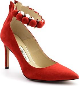 Czerwone szpilki Neścior na szpilce z zamszu ze spiczastym noskiem