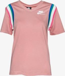 Różowy t-shirt Nike w sportowym stylu z krótkim rękawem
