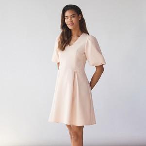 Różowa sukienka Mohito z krótkim rękawem w stylu casual