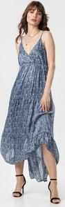Niebieska sukienka born2be z dekoltem w kształcie litery v maxi