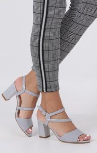 Sandały Sergio Leone z klamrami w stylu glamour