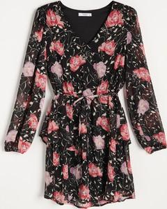 Sukienka Reserved z dekoltem w kształcie litery v mini