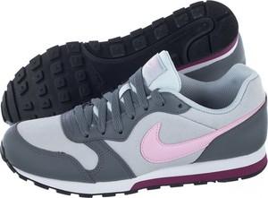 Buty sportowe Nike w sportowym stylu md runner z płaską podeszwą