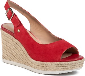 Czerwone sandały Geox z tkaniny z klamrami w stylu retro