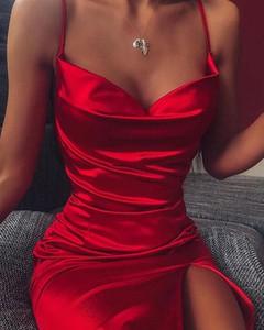 Czerwona sukienka Kendallme z satyny z długim rękawem z dekoltem w kształcie litery v