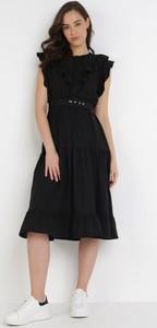 Czarna sukienka born2be bez rękawów z okrągłym dekoltem