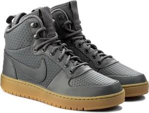 Buty zimowe Nike ze skóry w sportowym stylu
