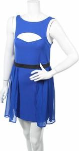 Niebieska sukienka Material Girl z okrągłym dekoltem mini