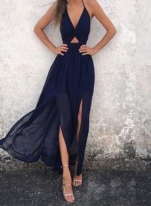Czarna sukienka Arilook z dekoltem w kształcie litery v bez rękawów
