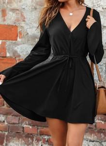 Czarna sukienka Cikelly mini z dekoltem w kształcie litery v z długim rękawem