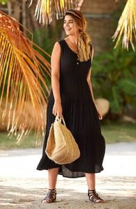 Czarna sukienka Cellbes midi z dekoltem w kształcie litery v rozkloszowana