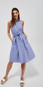 Niebieska sukienka Moodo.pl koszulowa midi bez rękawów