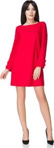Czerwona sukienka sukienki.pl z długim rękawem z okrągłym dekoltem