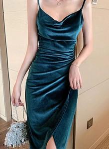 Niebieska sukienka Arilook z dekoltem w kształcie litery v