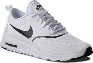 Buty sportowe Nike sznurowane z płaską podeszwą w sportowym stylu