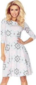 Sukienka NUMOCO w geometryczne wzory w stylu casual z długim rękawem