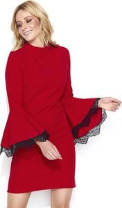 Czerwona sukienka Makadamia z długim rękawem z okrągłym dekoltem