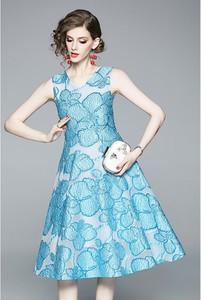 Niebieska sukienka Tina midi rozkloszowana