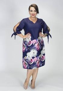 Sukienka Grandio dla puszystych z dekoltem w kształcie litery v
