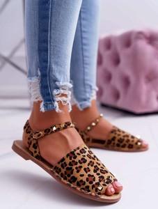 Brązowe sandały Lu Boo w rockowym stylu