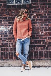 Brązowy sweter Ivet.pl w stylu casual