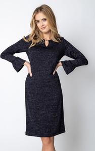 Granatowa sukienka QUIOSQUE z dekoltem w kształcie litery v z długim rękawem